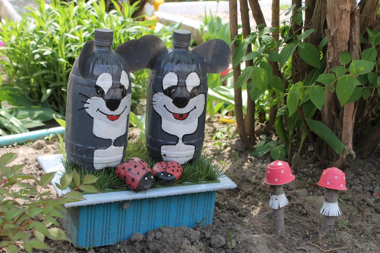 Поделки из пластиковых бутылок для дачи, сада и дома: 69 фото