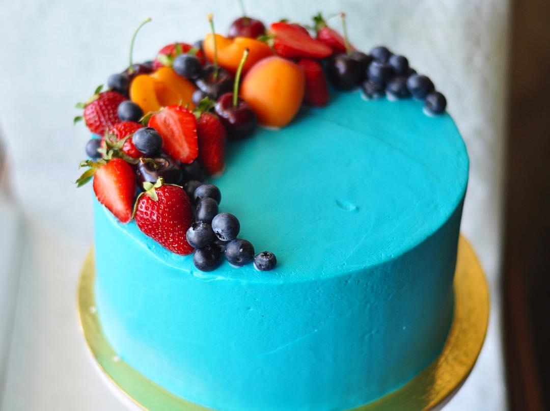 Украшение торта фруктами и ягодами в домашних  540