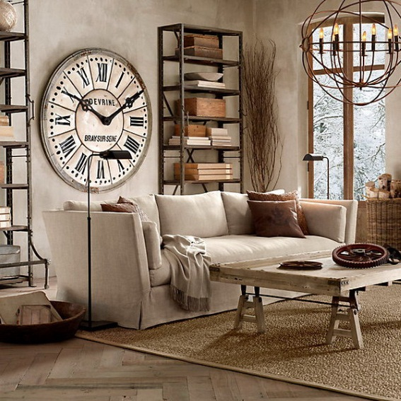 Массивные часы с римскими цифрами