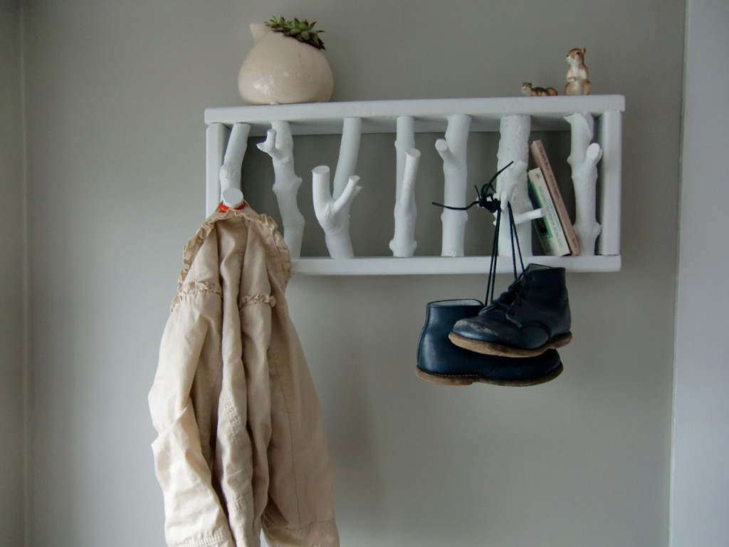 furniture-minimalist-hallway-design-with-white-coat-rack-also-shelf-also-gray-wall-paint-color-modern-and-creative-coat-rack-ideas-standing-coat-rack-coat-stand-ikea-coat-stand-walmart-1024x768 Как сделать вешалку