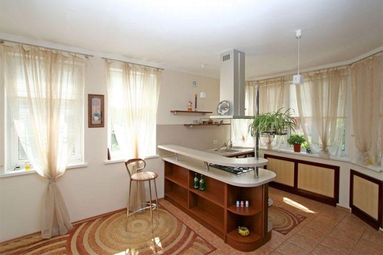 дизайн кухни-столовой-гостиной с барной стойкой в частном доме фото #6