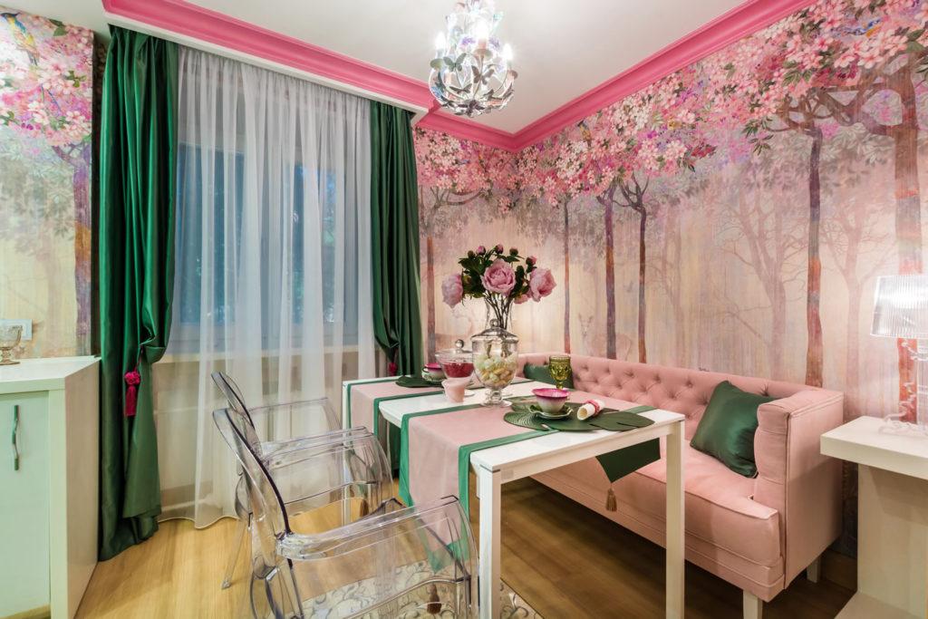 Яркий интерьер с розовой мебелью