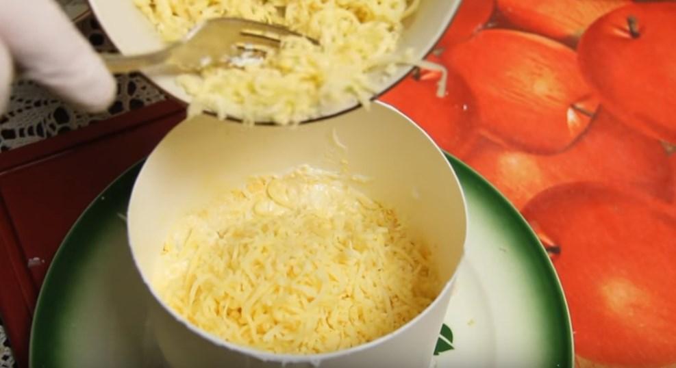 Салат с курицей и ананасами слоями — 3 очень вкусных рецепта