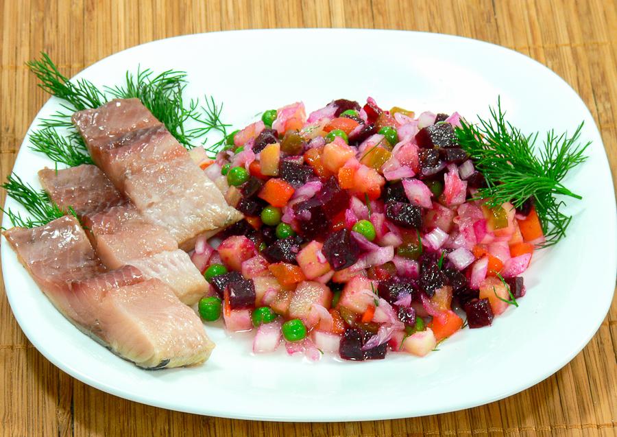 Красивый салат с сельдью