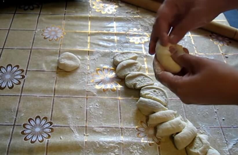 Домашние пирожки с капустой в духовке - рецепт пошаговый с фото