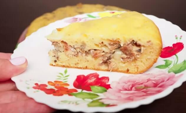 Быстрый рыбный пирог из консервы на кефире
