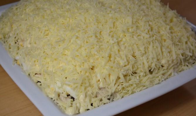 Салат с вареной куриной грудкой и шампиньонами