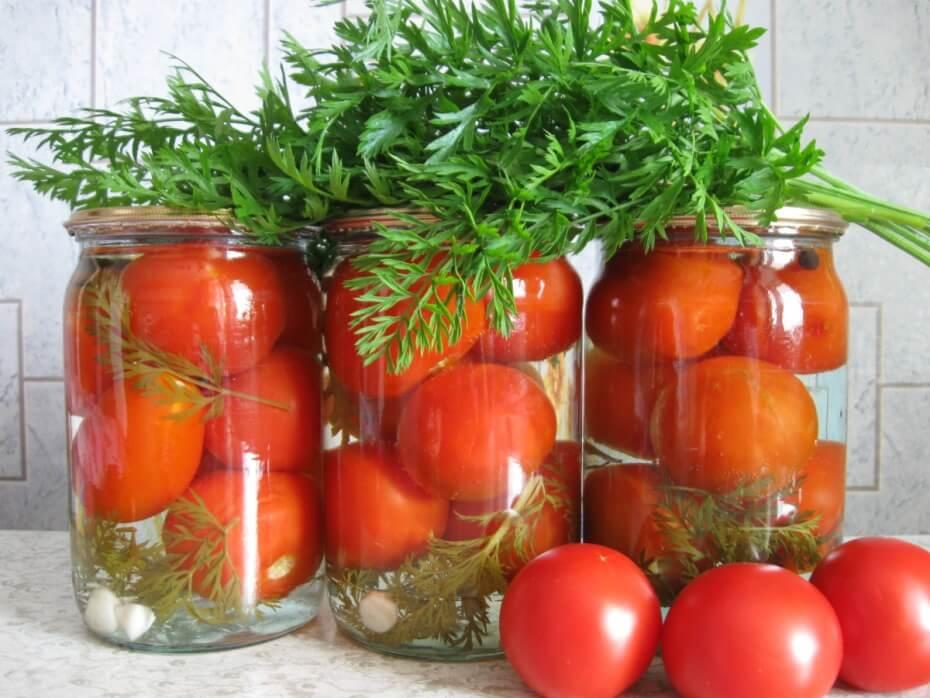 Помидоры консервированные с морковной ботвой