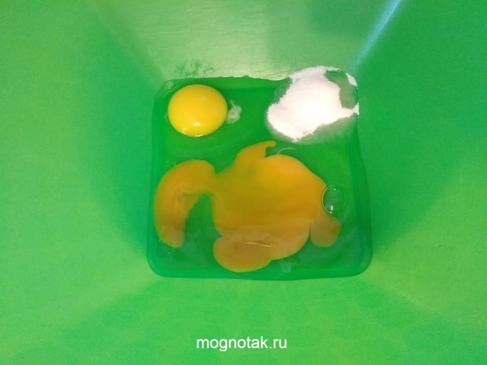 Блинчики на молоке с клубничным вареньем